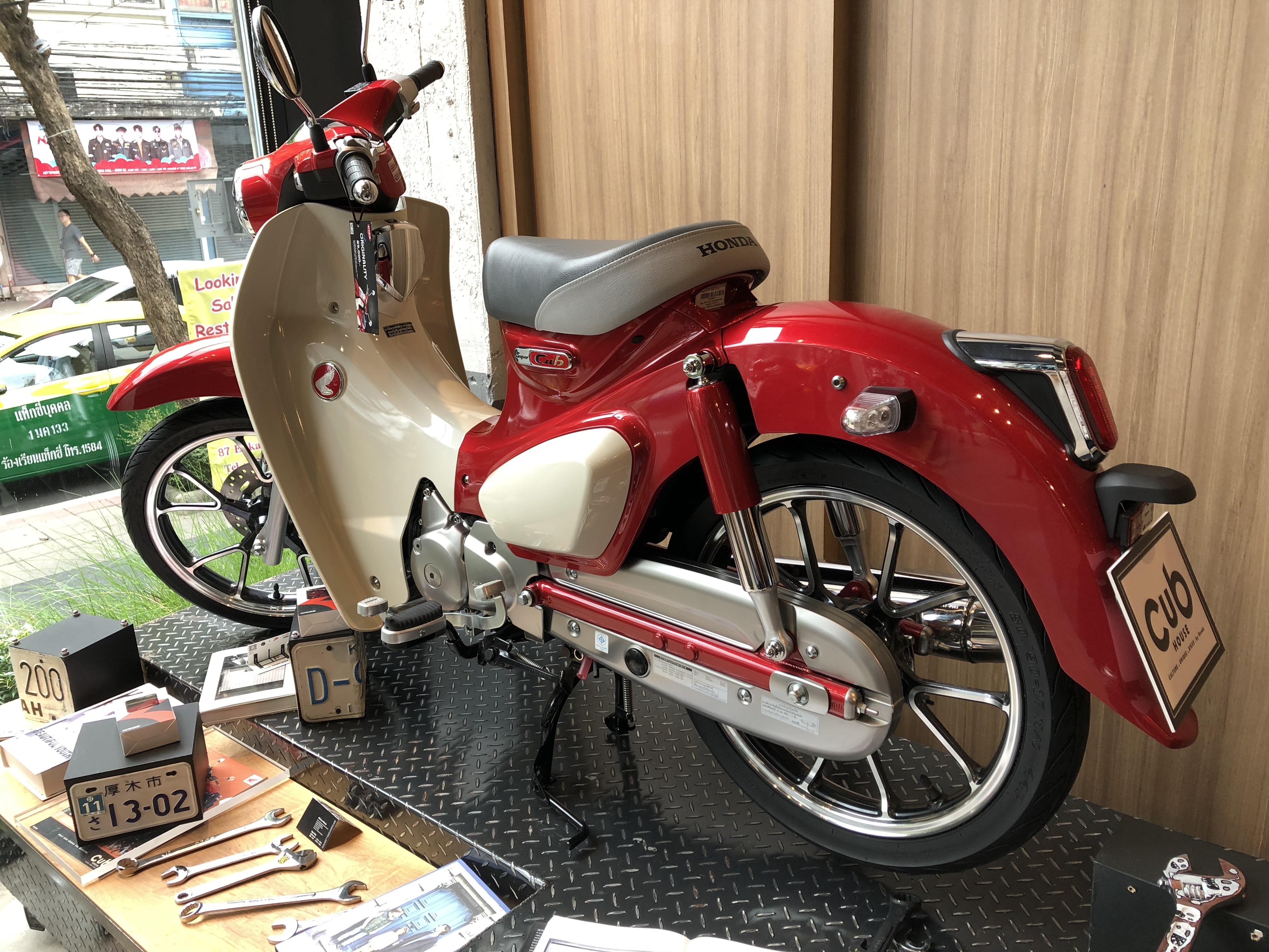 スーパーカブC125,リヤ